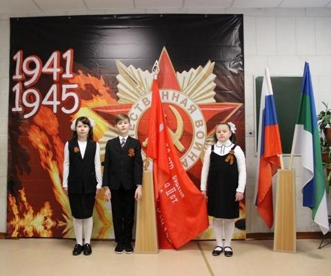 В почетном карауле Анастасия Бережная, Никита Векшин и Далия Бузыкаева
