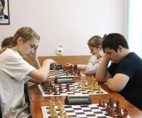 Артемовы(справа) - победители турнира