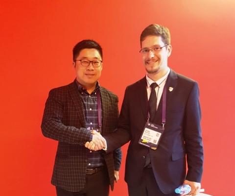 Директор главной государственной лаборатории по освоению ресурсов Южно-Китайского моря при Хайнаньском университете Нинг Вонг и Буслаев Г.В.